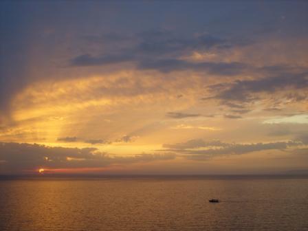 http://theegeeye.com/images/stories/aboutkusadasi/sunset.jpg